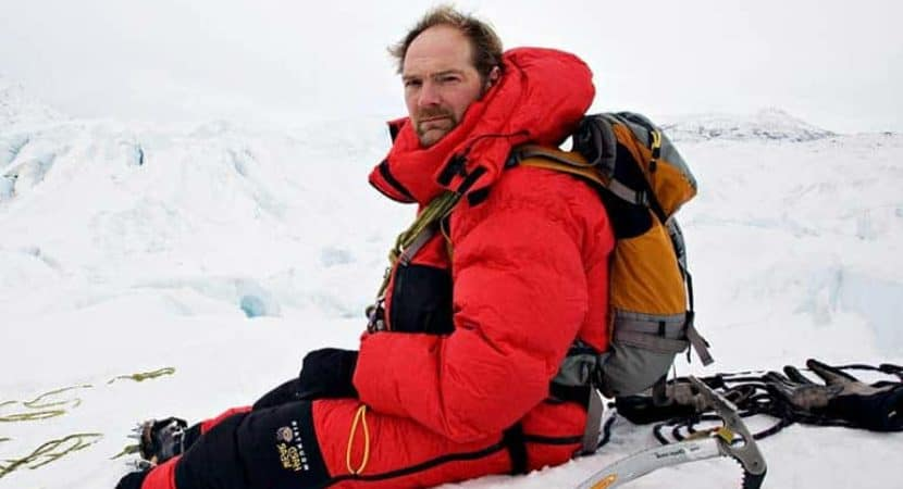 Image of Les Stroud Wiki-Bio, Net Worth, Wife, Age, Family, Death rumors.