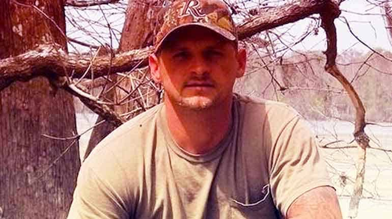 Image of Know everything about Swamp People Cast Member Randy Edwards Death and his wiki-bio.