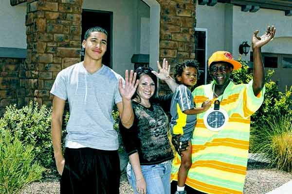 Image of Flavor Flav with his wife Liz Trujillo and with their kids