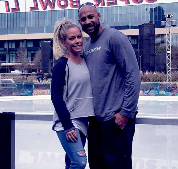 Image of Kendra Wilkinson with her ex-husband Hank Baskett