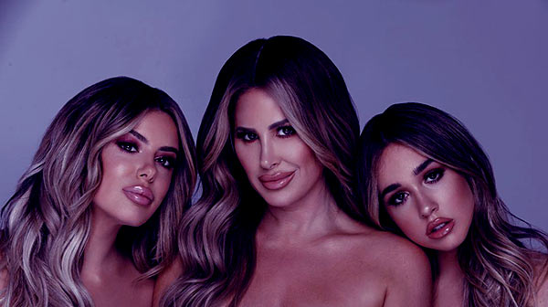 Image of Kim Zolciak with her daughters Brielle and Ariana