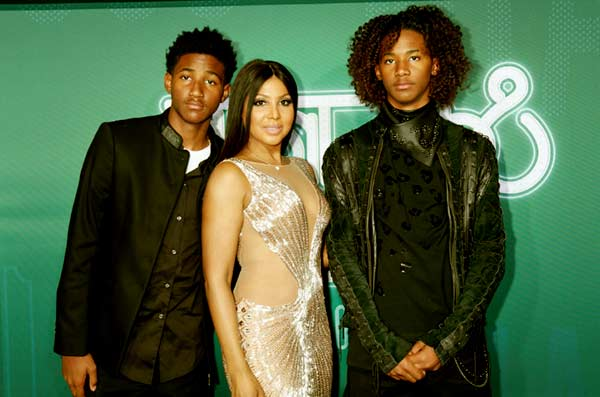 Image of Toni Braxton with her kids