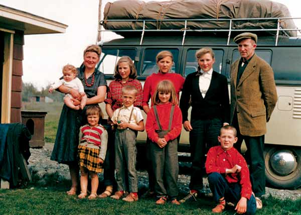 Image of Yule Kilcher and Ruth Weber's with their kids