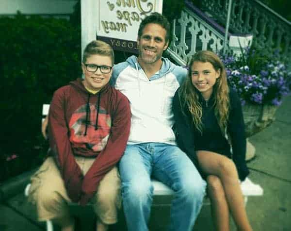 Image of Jeff Devlin with his kids Reese Devlin (daughter) and Aiden Devlin (son)