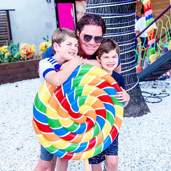 Image of Travis Hollman with his kids Chance and Cruz