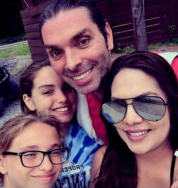 Image of Darcey Silva with her husband Frank Bollock and with their kids Aspen and Aniko.
