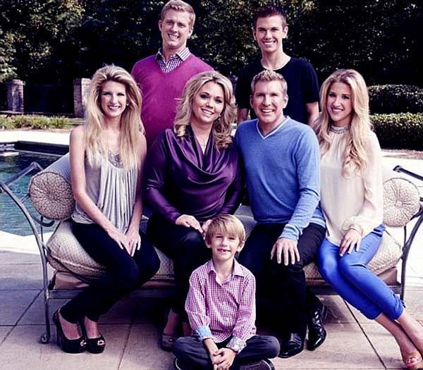 Image of Todd Chrisley iwth his wife Julie Chrisley and with their kids