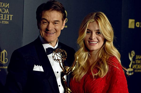 Image of Dr. Mehmet Oz with his daugter Daphne Oz