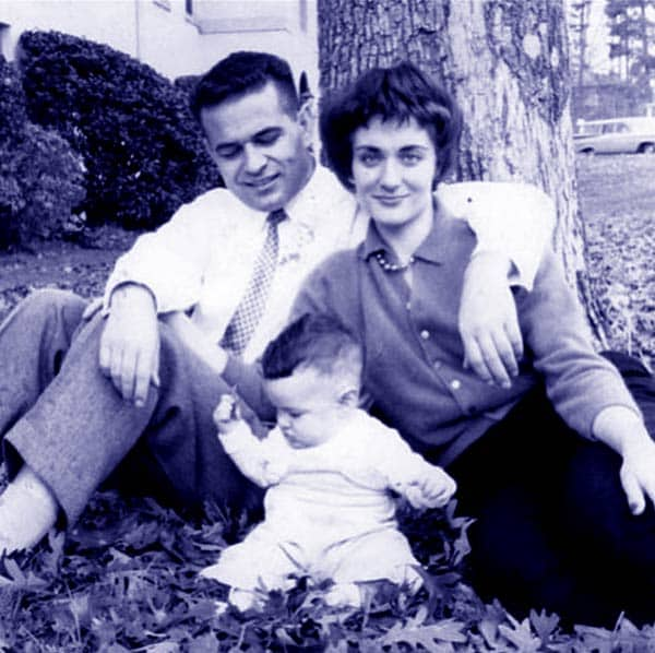 Image of Dr. Mehmet Oz with his father (Mustafa Öz) and mother (Suna Öz)