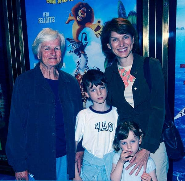 Image of Fiona Bruce with her mother (Rosemary Bruce) and with their kids Mia Sharrocks (daughter), Sam Sharrocks (son)