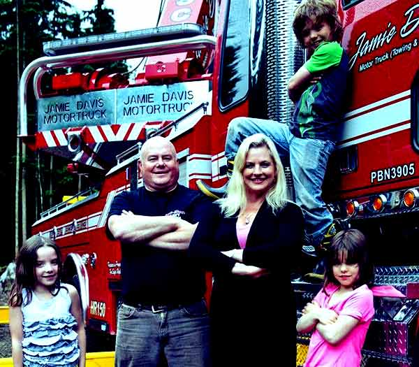 Image of Jamie Davis with his wife Lucy Austin Davis and with their kids