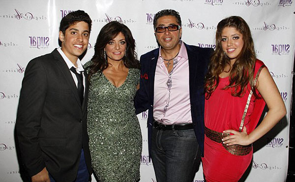 Image of Kathy Wakile with her husband Richard Wakile and along with their kids Victoria and Joseph.