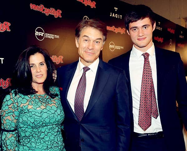 Image of Dr. Mehmet Oz with his wife Lisa Oz with their son Oliver Mustafa Oz