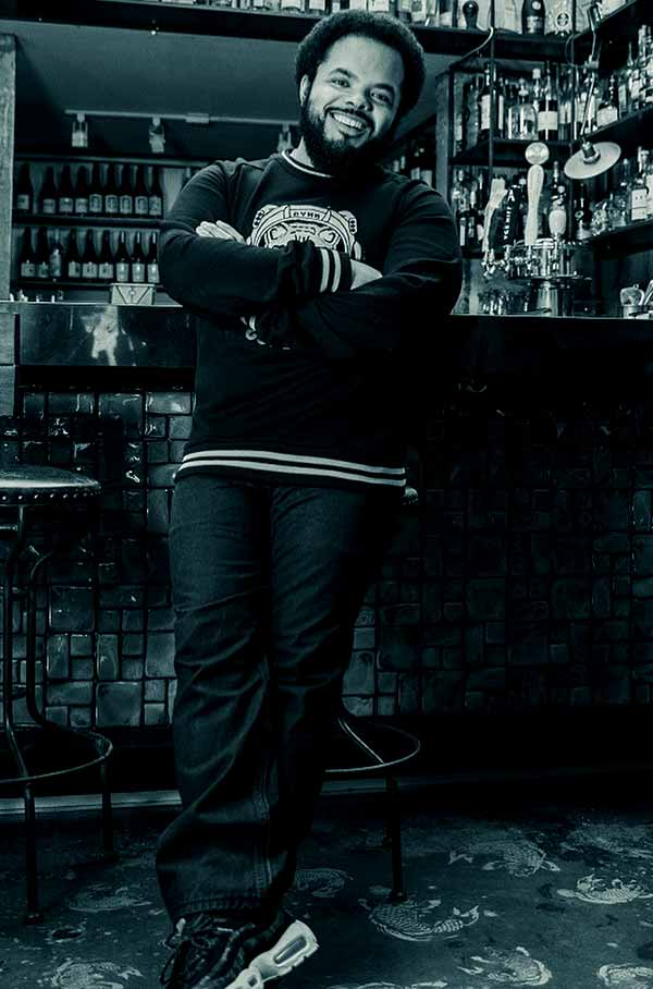 Image of Roger Mooking height is 5 feet 10 inches
