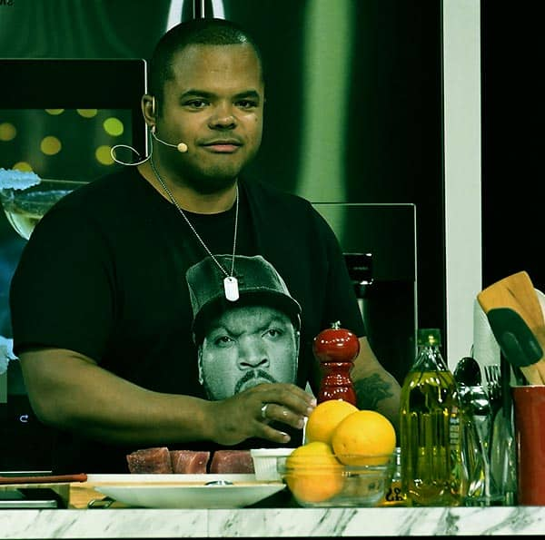 Image of Roger Mooking from the TV show, Man Fire Food,