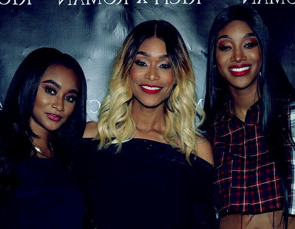 Image of Tami Roman with her daughters Lyric Anderson and Jazz Anderson