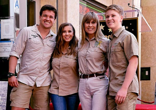 Image of Chandler Powell and Bindi Irwin with Terri Irwin and Robert Irwin