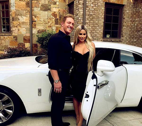 Image of Kroy Biermann and wife Kim Zolciak with their car