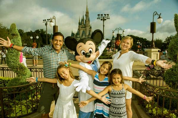 Image of Sanjay Gupta with his wife Rebecca Olson and with their kids Soleil Asha Gupta, Sky Anjahi Gupta and Sage Ayla Gupta